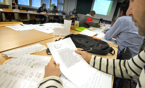 Kuvituskuva. Turvapaikanhakijat kurssilla Mäntässä.