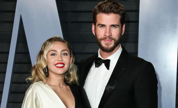 Miley Cyrus ja Liam Hemsworth ovat nyt virallisesti aviopari.