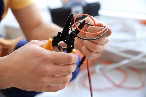 Tee kodin pieniä sähkötöitä vain siinä tilanteessa, että osaat oikeasti tehdä ne oikein ja turvallisesti.