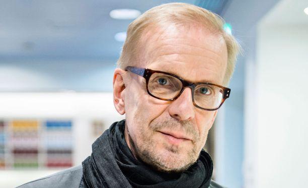 Jukka Puotila juhlistaa pyöreitä vuosia elämäkerralla ja kiertueella.