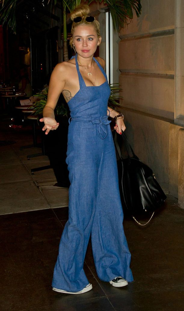 Olikohan tähti kyllästynyt vanhaan tyyliinsä? Miley Cyrus valokuvattiin viime aikoina aina hiukset kiinni.