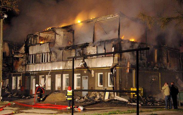 Palomiehet eivät voineet nopeasti levinneelle tulipalolle mitään.