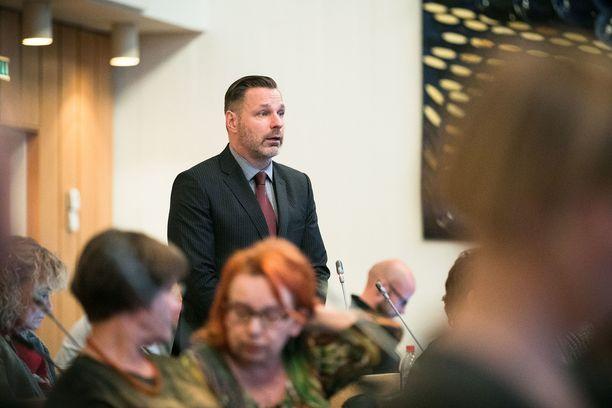 Vihreiden kansanedustajaehdokas Juhana Suoniemi sai kertomansa mukaan tilanteen rauhoittumaan puhumalla.