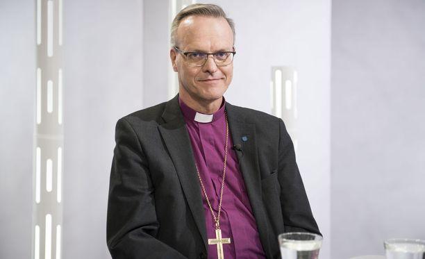 Uusi arkkipiispa Tapio Luoma linjasi, että jatkossa Maata Näkyvissä -festareita ei enää järjestetä Turku-hallissa, vaan paikallisseurakuntien omissa kirkoissa.