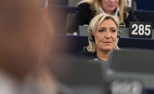 EU vaatii Marine Le Peniltä takaisin 340 000 euroa, jotka maksettiin hänen avustajilleen.