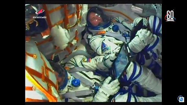 Avaruuslentäjät matkalla yläilmoihin, kun kaikki oli vielä kunnossa. Laukaisu tapahtui torstaina kello 11.40 Suomen aikaa.