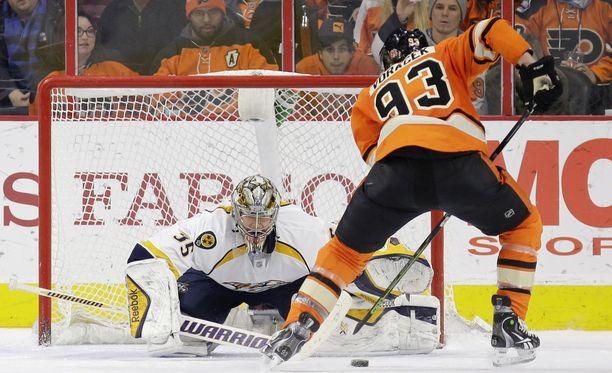 Flyersin Jakub Voracek ohitti Pekka Rinteen.