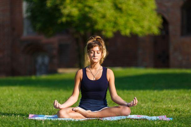 Jooga on hyvä tapa rauhoittaa sisäinen myllerrys. Henkistä tasapainoa voi kuitenkin ylläpitää myös muilla tavoin.