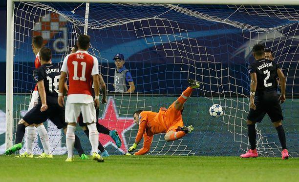 2-0. Junior Fernandes rokotti Arsenalia. Maalivahti David Ospina oli voimaton.