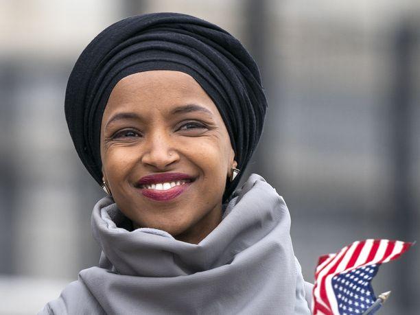 Demokraattien kongressiedustaja Ilhan Omar sanoi, että 9/11-iskuissa muutamien ihmisten teot vaikuttivat kaikkien Yhdysvaltojen muslimien elämään.