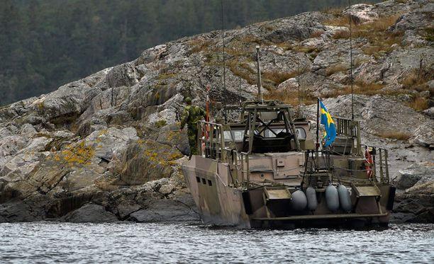 Etsinnät jatkuvat Tukholman saaristossa.