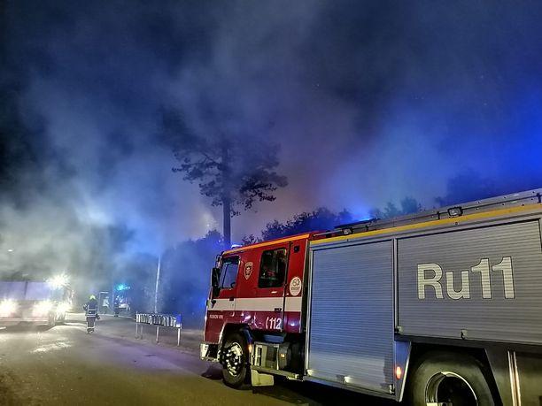 Ilma on sakeana savusta Lammasmajantiellä Paimiossa.