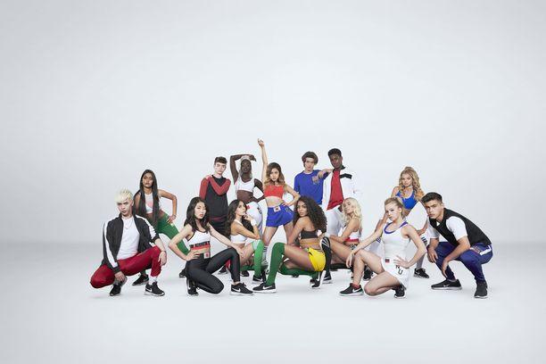 Popyhtye Now United on koottu 14 eri kansalaisuutta edustavasta nuoresta tanssijasta ja laulajasta.