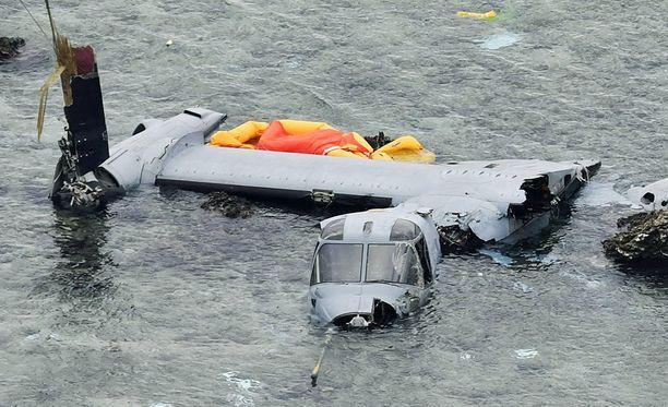 Kone putosi lähelle rantaa Okinawan saarella.