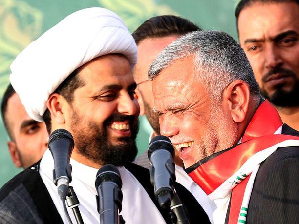Yksi suurimmista pääministeri al-Abadin haastajista on Hadi al-Amiri (oikealla) Fateh-liittoumasta, joka edustaa puolisotilaallista militiaryhmittymää. Vasemmalla pahamaineisen Asaib Ahl al-Haq (AAH) -militiaryhmän johtaja Qais al-Khazali.