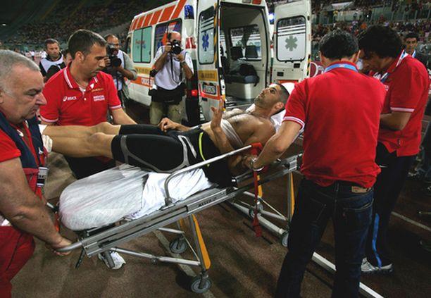 Salim Sdiri kertoi tv-haastattelussa lääkäreiden aluksi vähätelleen hänen vammojaan. Myöhemmin paljastui, että keihäsosuma oli vammauttanut sisäelimiäkin.