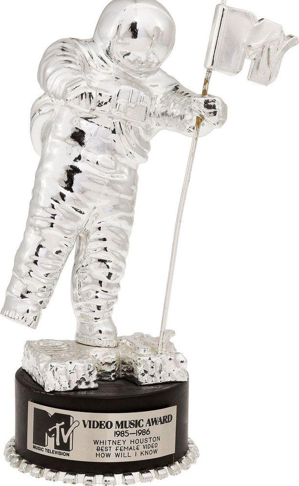 Tämän palkinnon Houston sai vuonna 1985 parhaasta naisvideosta, How will I know.