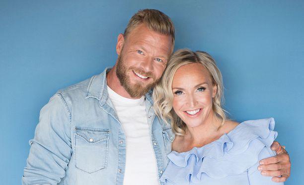 Pari vahvisti suhteensa julkisuudessa huhtikuussa 2017 pitkään jatkuneiden huhujen jälkeen.