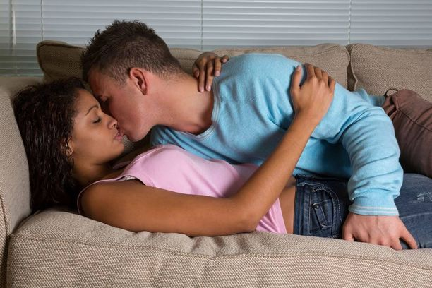 Asumisolot, eli asuminen joko vanhempien luona tai kimppakämpässä saattavat häiritä seksiä.