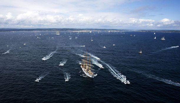 Onnettomuushetkellä Kristiansandin edustalla Etelä-Norjassa oli käynnissä Tall Ships Race -purjehduskilpailu.