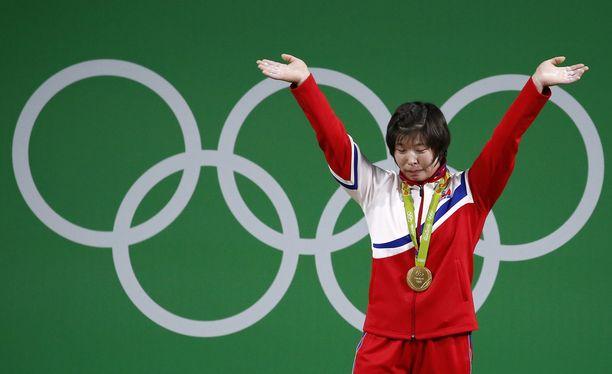 Rim Jong Sim voitti painonnostossa olympiakultaa Rion kisoissa kesällä 2016. Ensi kesänä pohjoiskorealaisia ei nähdä Tokiossa tuulettamassa.