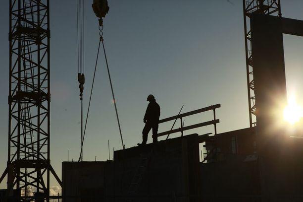 Ekonomistien mukaan palkka-ale auttaisi maahanmuuttajia työllistymään ja kotoutumaan. Kuvituskuva.