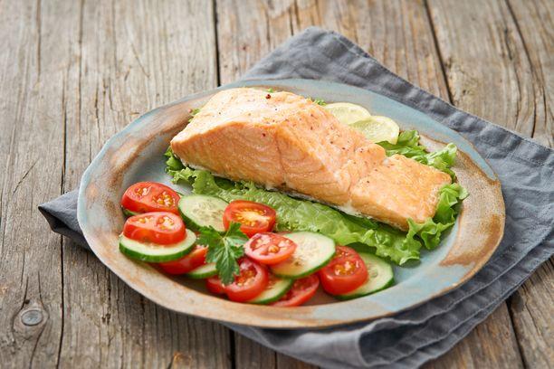 Kasvikset ja kalan pehmeät rasvat tekevät suolistolle hyvää. Kasviksia olisi hyvä syödä vaikkapa kilo päivässä.
