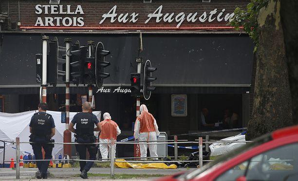 Neljä poliisia haavoittui laukaustenvaihdossa surmaajan kanssa.