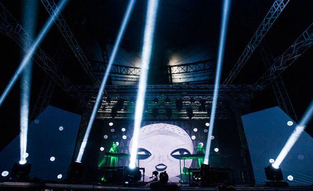 Mystinen Studio Killers esiintyi lauantaina Joensuun Ilosaarirock-festivaaleilla.