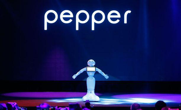 Softbank esitteli Pepper-robotin viime kesänä. Robotit ovat testikäytössä myös Suomessa.