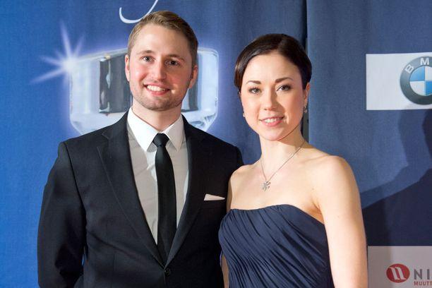 Laura Lepistö ja Tommi Huovinen menevät naimisiin tänä kesänä.