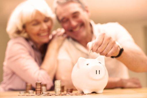 Kotitalousvähennyksen lisäksi myös palveluseteli ja arvonlisäveroton kotipalvelu voivat säästää pitkän pennin.