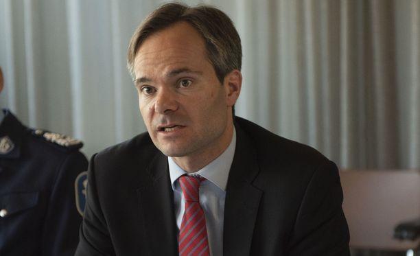 Sisäministeri Kai Mykkänen korostaa, että tärkeintä on, että poliisilta löytyy keino takavarikoida hakaristit.
