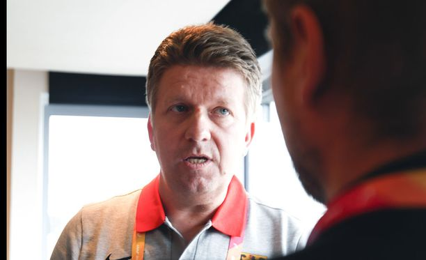 Lääkäri Andrew Lichtenthal hoitaa saksalaisia noroviruspotilaita.