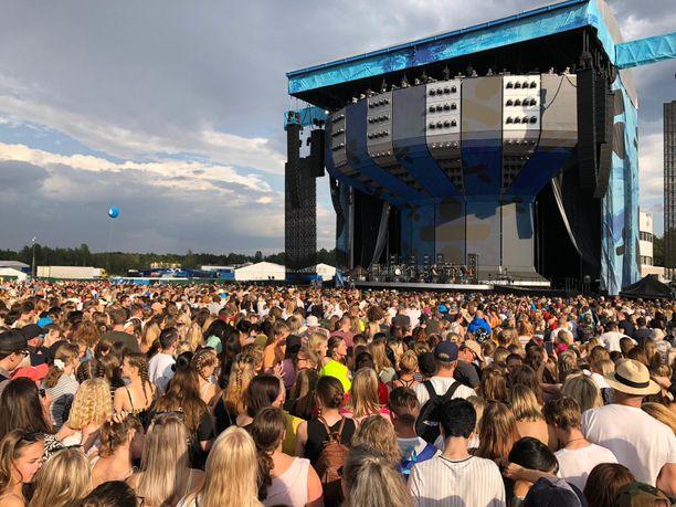 Tällä lavalla Ed Sheeran esiintyy.
