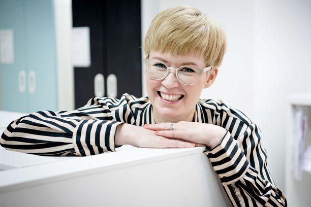Ammattijärjestäjä Laura Holmström ratkaisee suomalaisten järjestys- ja säilytysongelmia.