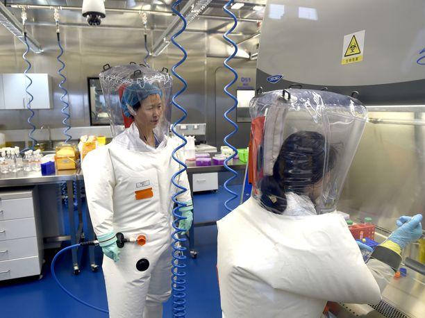 Yhdysvaltain tiedustelutietojen mukaan Wuhanin virologian instituutin kolme tutkijaa hakeutui sairaalahoitoon koronaviruksen kaltaisten oireiden vuoksi marraskuussa 2019. Kuvituskuva Wuhanin virologian instituutista.