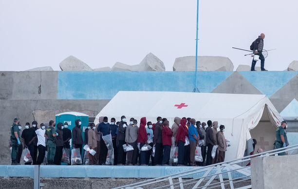 Pelastusvene pelasti tiistaina 55 siirtolaista mereltä Fuerteventuran saaren edustalta, noin neljän kilometrin päästä rantaviivasta.