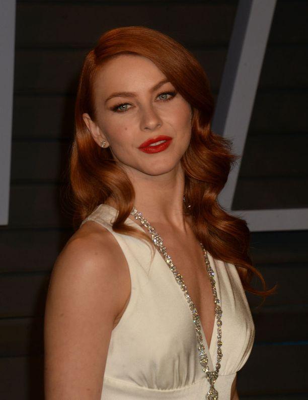 Julianne käänsi katseet Oscar-jatkoilla sensuellissa kampauksessa.