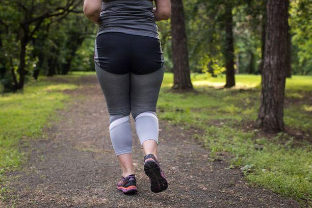 Vaikka painoa ei saisi pois, ravinnon voi muuttaa terveellisemmäksi ja lisätä päivittäistä liikuntaa.