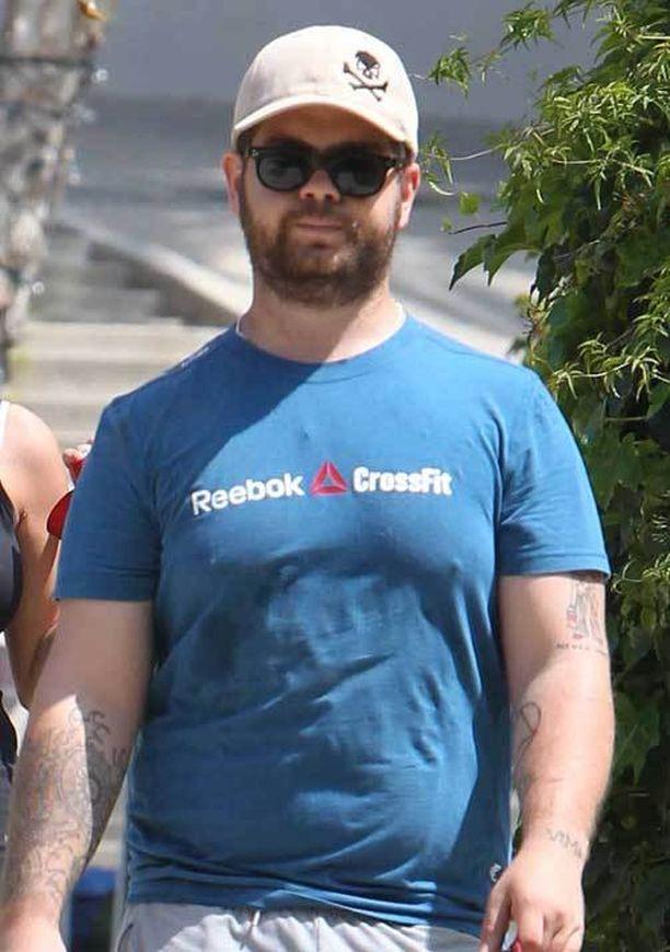 Vakavasta uutisesta huolimatta Jack jaksoi ulkoiluttaa koiria eilen Los Angelesissa.