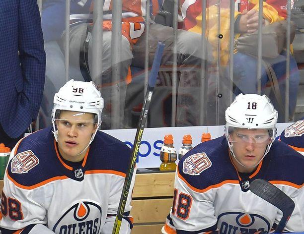 Jesse Puljujärvi ja Ryan Strome pelaavat yhdessä Edmonton Oilersin kolmosketjussa.