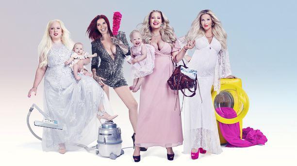 Suomen ensimmäiseen Gossip Moms -ryhmään kuuluvat (vasemmalta oikealla) Henna Kalinainen, Sini Ariell, Vilma Karjalainen ja Maisa Torppa.