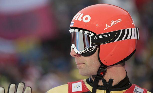 Janne Ahonen selvisi karsinnasta lentomäen kisaan.