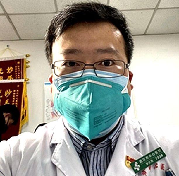 Lääkäri Li Wenliang kuoli saatuaan potilaaltaan koronatartunnan.
