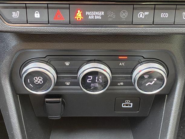 Auton ilmastointilaitetta ei kannata ajon aikana säätää maksimikylmyyteen.