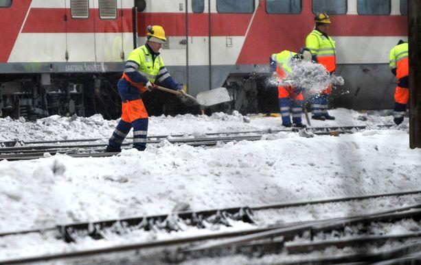 Runsas lumentulo on aiheuttanut ongelmia ratavaihteiden kanssa.