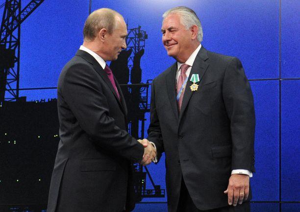 Putin on antanut Tillersonille Venäjän ystävyyden kunniamerkin, joka on korkein kunnianosoitus, mikä ulkomaalaiselle voidaan Venäjällä myöntää.
