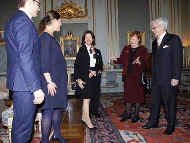 Halonen ja puoliso Pentti Arajärvi vaihtoivat kuulumisian pian isoäidiksi tulevan Silvian kanssa.