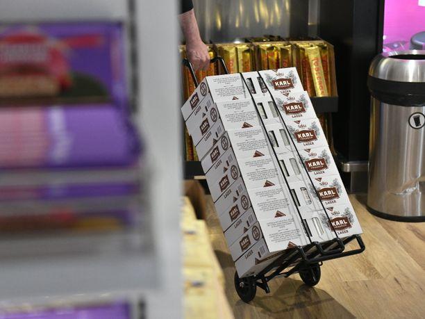 Veronalennuksen myötä olutta tuodaan Suomeen Virosta yhä useamman mukana yhä enemmän. Heinäkuun perusteella kesällä toteutettu veronalennus on tehnyt tehtävänsä.